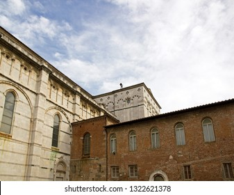 Cathedral Saint-Martin de Lucques, back view (Lucca Tuscany Italy)