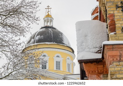 Cathedral of Saints Peter and Paul and the tomb of the Paskevich. Gomel. Belarus. 2. April. 2018. Winter in the Gomel Park of the Rumyantsevs and Paskevichi. Snowstorm and snowfall.