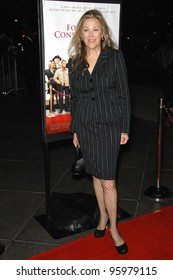 """CATHERINE O'HARA at the Los Angeles premiere of her new movie """"For Your Consideration"""". November 13, 2006  Los Angeles, CA Picture: Paul Smith / Featureflash"""