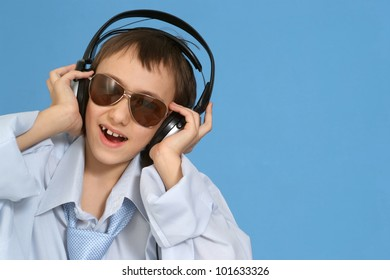 Caucasian good young man with headphones posing on a blue background