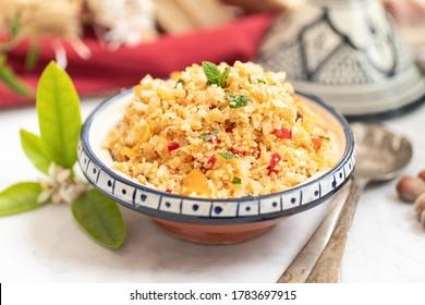 Cauliflower couscous with fresh vegetables