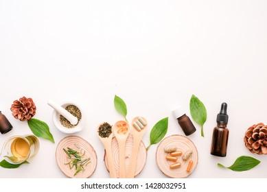 Cbd und Kräuteröl für Therapie oder Behandlung als alternative Medizin .essenzielle Duftaromatherapie . natürliches ökologisches pflanzliches Erzeugnis für Gesundheit und Wellness.