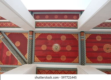 ceiling,Thai pattern,Golden, red,Thai temple