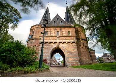 The Cellebroederspoort is one of the three Kamper city gates that remain. The Cellebroederspoort is located on the park side On this side there was no stone city wall but an earthen wall in defense of