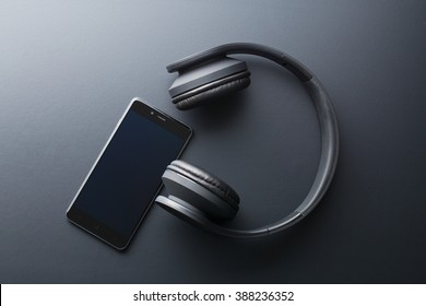 the cellphone and wireless headphones