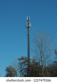 cellular antenna tower and electronic radio transceiver equipment part of a cellular network