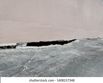 The cement floor collapsed and saw the crevices into the hollow under the building.The foundation of a residential building is gradually collapsing. Cracks in the foundation.