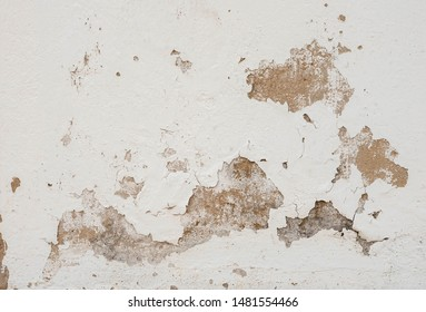 The cement wall has cracks and the paint was peeling off. Suitable for use as a background.