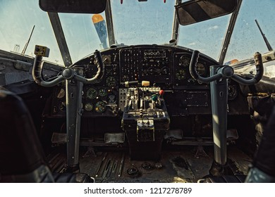 Center console and throttles in an old airplane