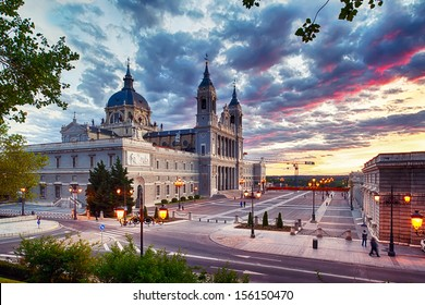 In the center of Madrid we can find this stunning work of architecture.