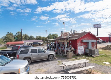 CENTERVILLE, TEXAS, US-NOV 10, 2017: Exterior of Country Cousins Barbecue restaurant with customers queue to order brisket, rib rack, sandwich. A well-known BBQ stop along I45 from Dallas to Houston