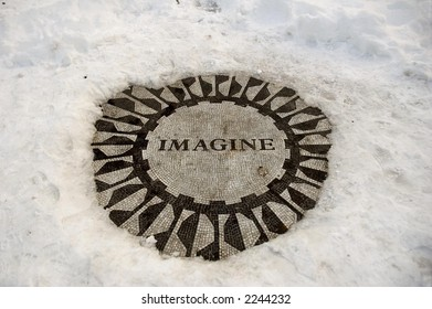 Central Park icon, Imagine in winter
