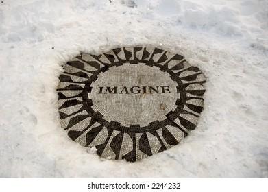 Central Park icon, Imagine in winter