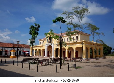 The central plaza in Mompox, Colombia