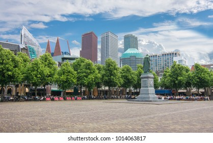 Central square (Het Plein) with statue of William the Silent, Hague, Netherlands