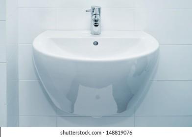 a ceramic bathroom sink