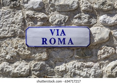 Ceramic place signboard with blue writing TRANSLATION: ROME STREET