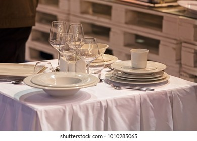 ceramic plates and elegant cups for restaurants at the exhibition