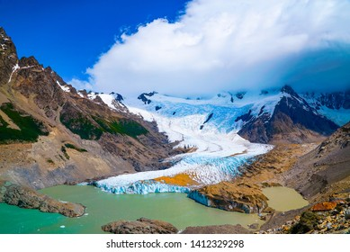 The Cerro Torre trek is an easy day hike starting from El Chaltén next to the river Rio Fitz Roy. There are several viewpoints around the lagoon including Mirador Torre and Mirador Meastri.