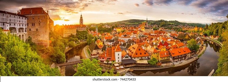 CESKY KRUMLOV, CZECH REPUBLIC - 9 AUGUST, 2017: Panoramic sunset view over the old Town of Cesky Krumlov, Czech Republic on 9 August, 2017.