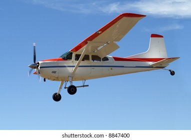 Cessna 180 coming in to land