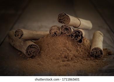 Ceylon Zimt gemahlen und als Stange Ceylon cinnamon ground and as a stick
