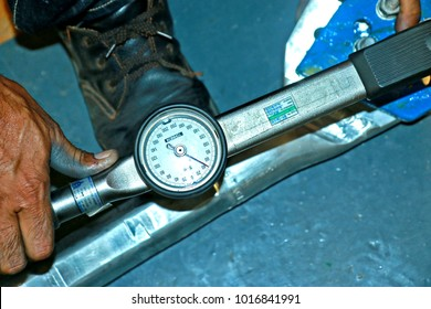 CHACHEANGSOW-THAILAND-JANUARY 25 : Tool Torque of steel hardware in lab test, January 25, 2017 Chacheangsow Province, Thailand