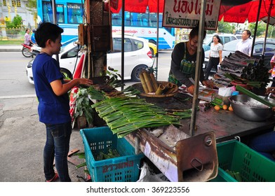 CHACHOENGSAO THAILAND  Sale gril cooking the nipa sweet in the market January 26,2016 in CHACHOENGSAO THAILAND