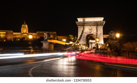 Chain bridge and Budai palace at night