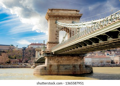 chain bridge in budapest on a cloudy day