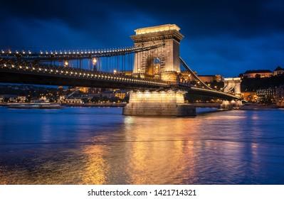 Chain Bridge at night in Budapest