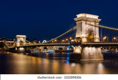 The Chain Bridge (Szechenyi Lanchid) at night Budapest. Budapest, Hungary.