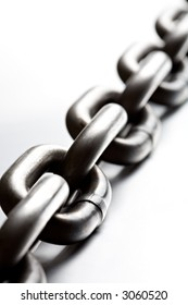 chain macro on cold brushed metal, heavy duty chain with limited dof and copypace