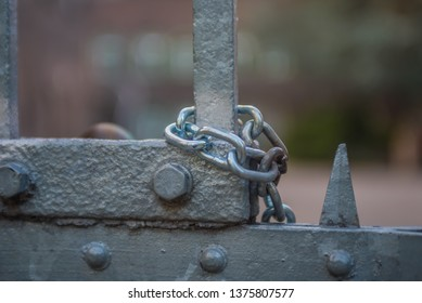 chain on gate