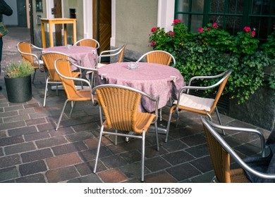 chair and table out door