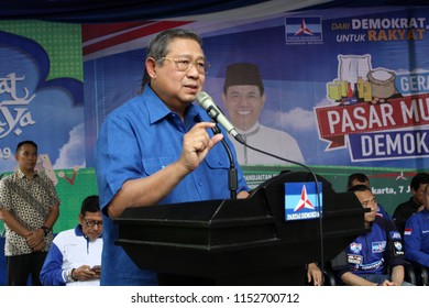 Chairman of the Democratic Party, Susilo Bambang Yudhoyono inaugurated the Democratic Party Cheap Market. The event was held at the Democratic DPP office in Central Jakarta. Thursday June 7, 2018