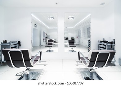 chairs and mirrors in modern hairdressing