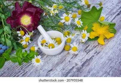 Chamomile, St. John's wort, Lady's mantle, peppermint ...