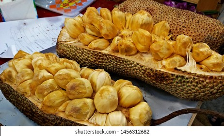 Champadak,a species of jackfruit, a local fruit of the South of Thailand.Once ripe,it can be eaten raw or deep fried