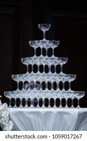 Champagne is a beautiful triangle in the wedding.