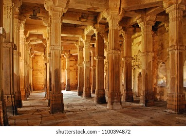 Champaner, Gujarat, India. 11th February, 2016. Interior architecture of 16th century Jami Masjid (mosque) at Champaner, Pavagadh Archeological Park. A UNESCO World Heritage Site