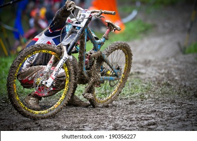 CHAMPERY, SWITZERLAND -? SEPTEMBER 21: An unidentified biker as he cleans his bike's chain stuck in the mud  at the UCI downhill world championships 2011.