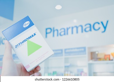 ๊Warin Chamrap,Ubon Ratchathani/Thailand-11-11-2018 :  A hand holding Zithromax pack. Zithromax is a band of drug for antibiotic. Produced by Pfizer.