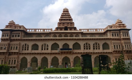 Chandragiri Fort- The Raja Mahal is a picture of thousand words. An imposing three storeyed palace that is adorned by the towers symbolising Hindu architecture.