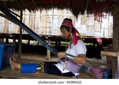 CHANG MAJ, THAILAND - JULY 28 : Portrait of young woman from Long Neck Village July 28, 2009 in Chang Maj, Tailand.