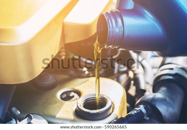 Ölwechsel, selektiver Fokus in Nahaufnahme