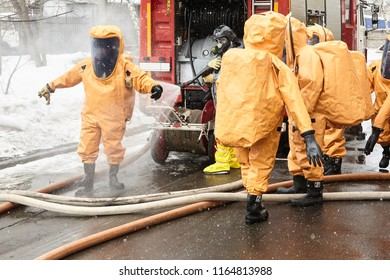 Change of rescuers comes out a zone of infection and is exposed to decontamination and cleaning