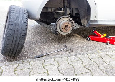 change wheel on a car