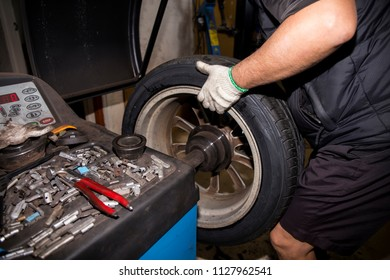 changing the car tire process