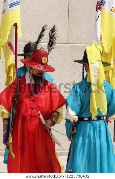 changing-guard-gwanghwamun-gate-seoul-60